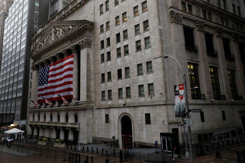 Ações da Tesla levam Nasdaq para máxima recorde de fechamento; S&P 500 recua