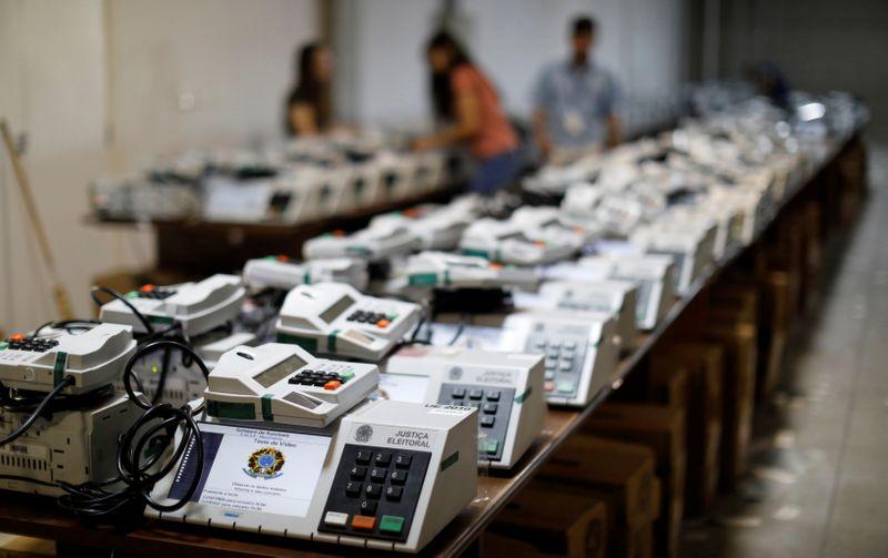 Voto impresso não é mecanismo adequado de auditoria, dizem Barroso e ex-presidentes do TSE