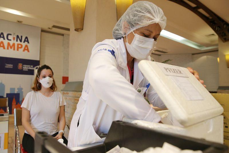 Duas doses da Pfizer e AstraZeneca protegem contra cepa Delta