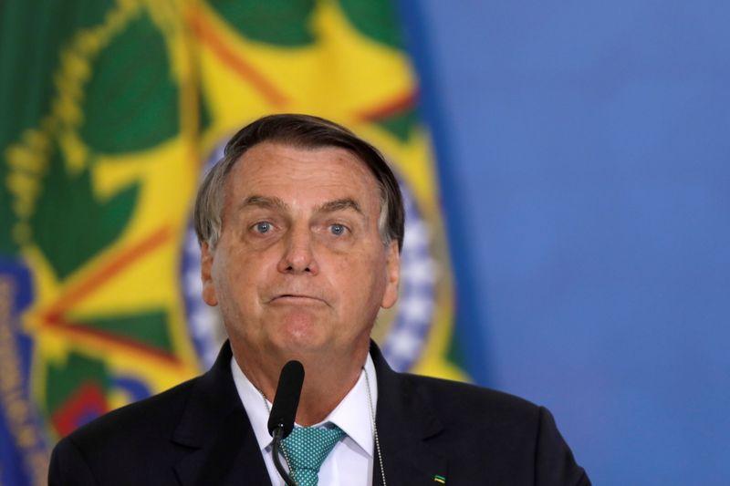 'Tinha poderes para fechar Brasil, mas não tranquei um botequim', diz Bolsonaro