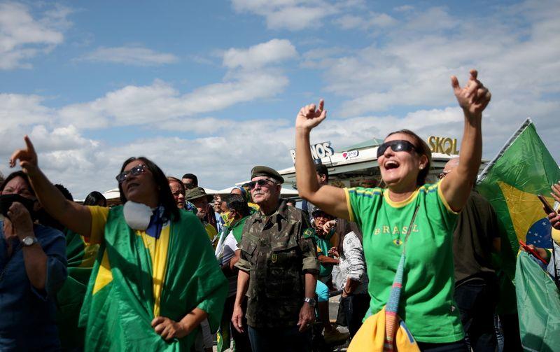 Em dia de atos a favor do voto impresso, Bolsonaro volta a ameaçar eleição do ano que vem