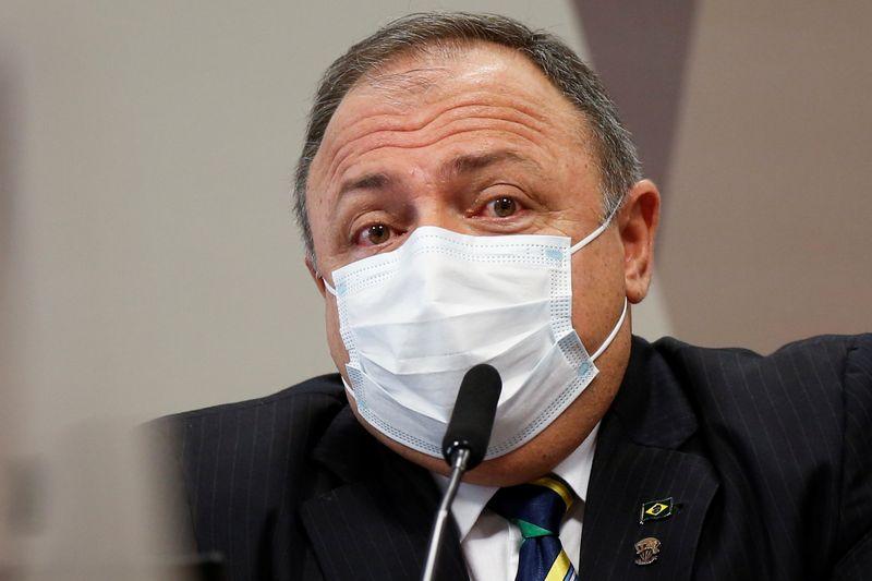 Pazuello diz ser a favor de máscara e é confrontado com episódio no shopping