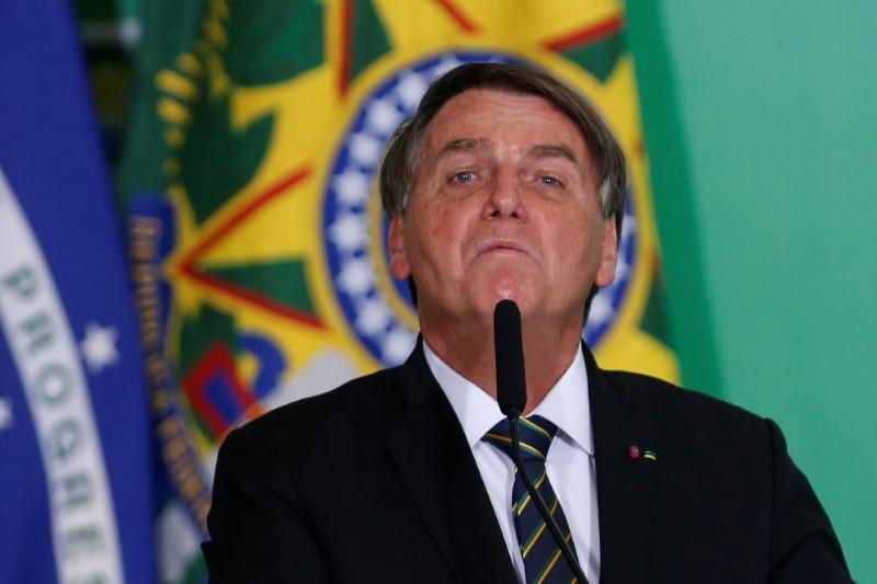 Arma é segurança, é vida e não mata, diz Bolsonaro