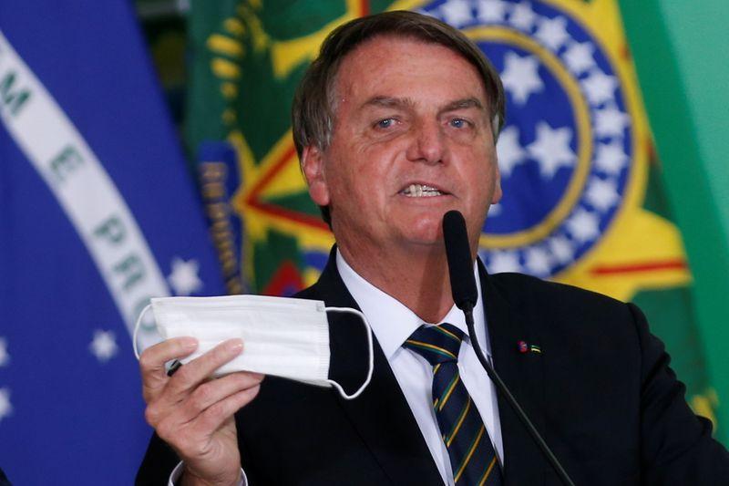 Vídeo: Eu cuido da minha vida, diz Bolsonaro ao ser indagado sobre não uso de máscara