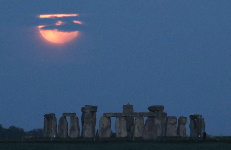Inglaterra inicia grande reforma em círculo de pedra de Stonehenge