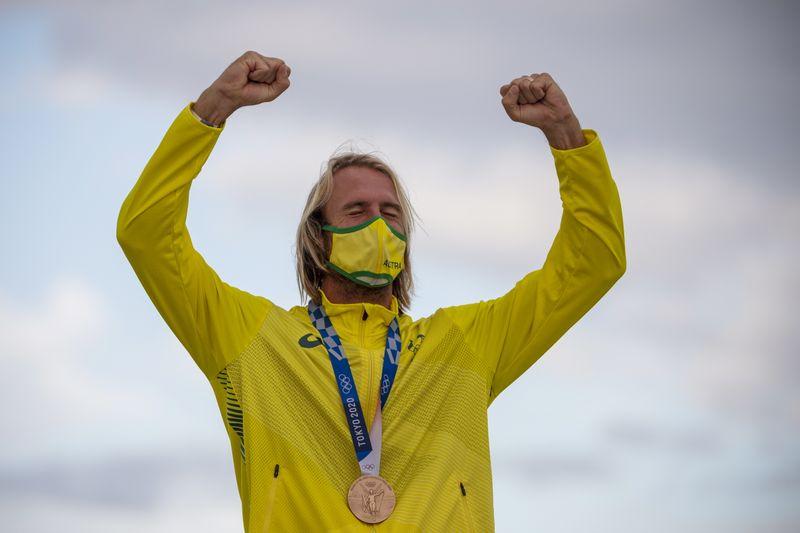Australiano deixa lesão cerebral para trás e conquista o bronze no surfe em Tóquio