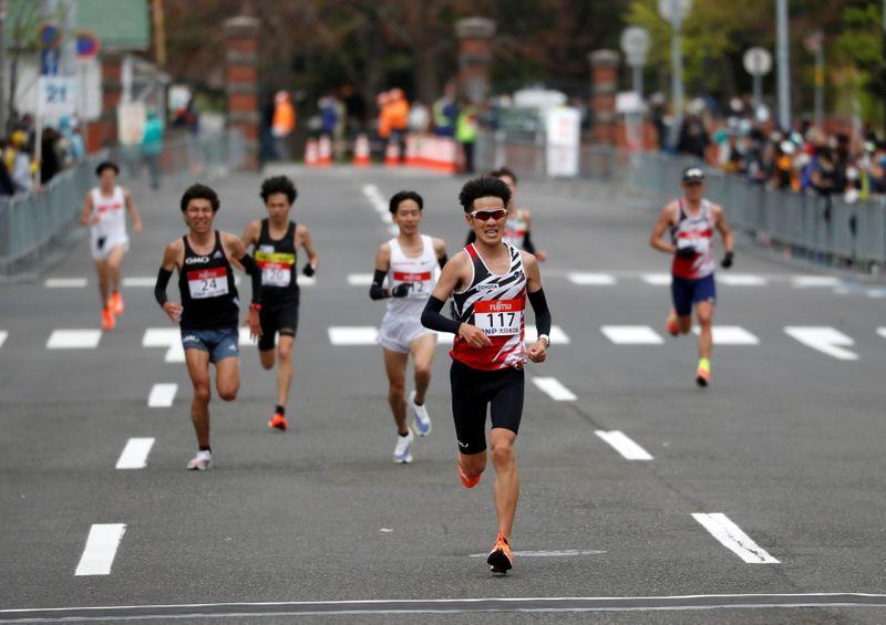 Campeão olímpica em 2000 diz que maratona imita a vida