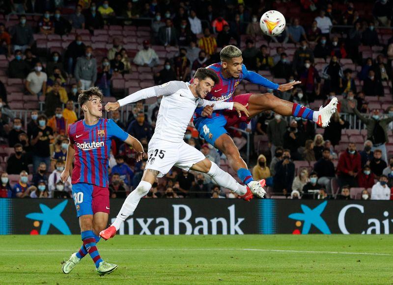 Barcelona arranca empate no final com o Granada
