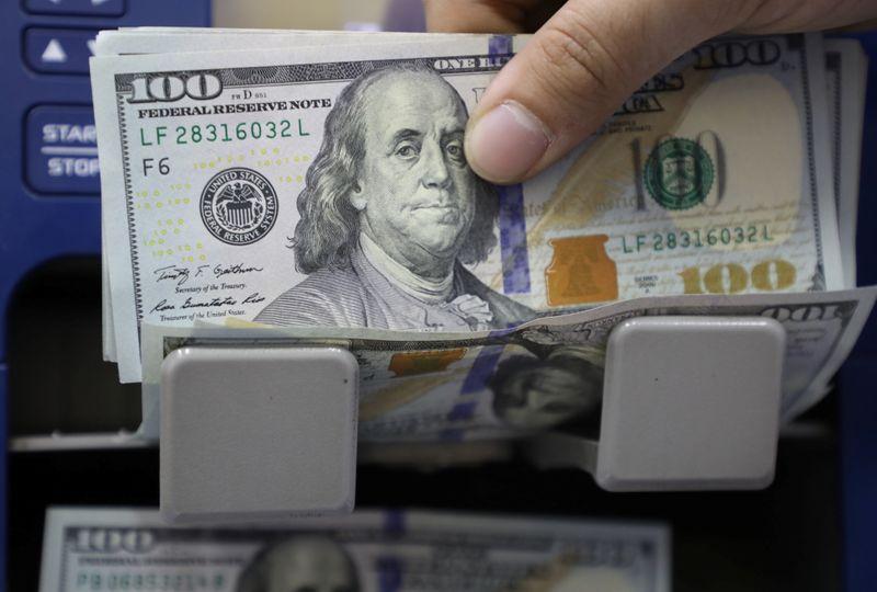 Dólar sobe ante real com dados dos EUA, Copom e fiscal no radar