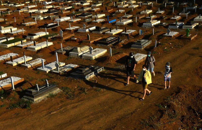 Indonésia ultrapassa marco sombrio de 100 mil mortes de Covid-19