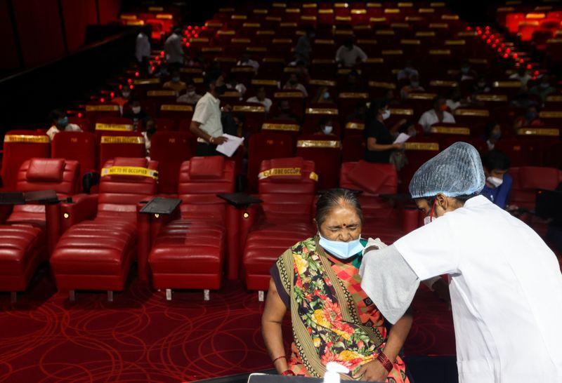 Estudo da Índia aponta redução grande de anticorpos da Covid 4 meses após vacinação