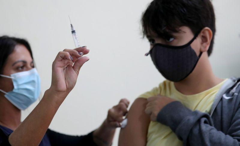 Estados podem ir a Justiça para garantir vacinação de adolescentes