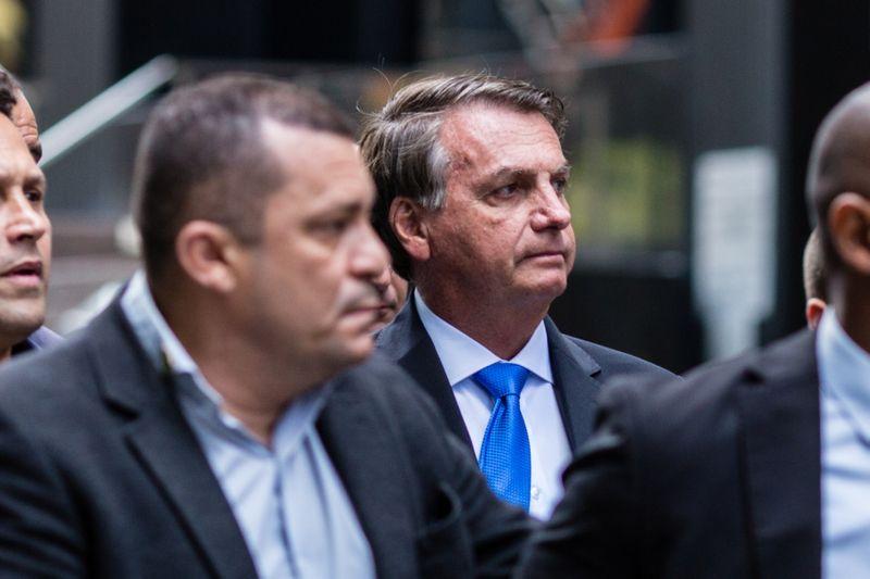 Bolsonaro é alvo de protestos em NY, Queiroga mostra dedo médio a manifestantes