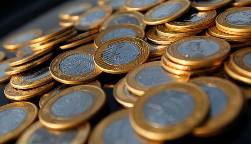 Governo melhora projeção para déficit primário em 2021 a R$139 bi