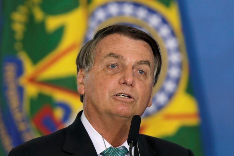 O Bolsonaro da entrevista consegue ser mais falso que o Bolsonaro real