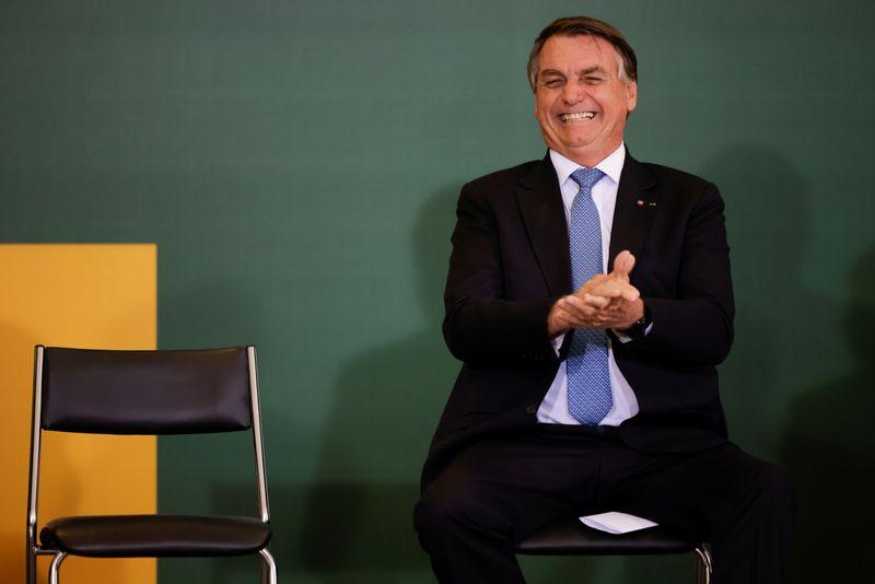 Bolsonaro elogia Lira por aprovação do ICMS fixo sobre combustíveis, mas diz que proposta não é ideal