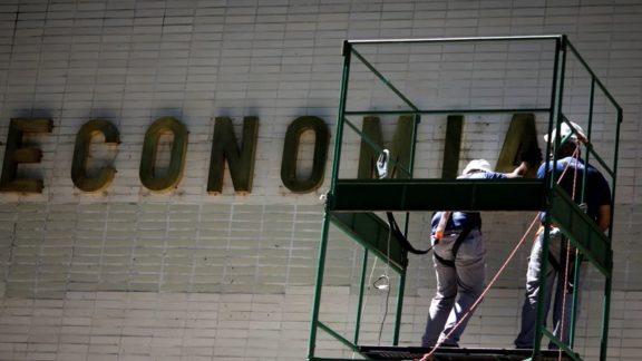 Comissão aprova proposta que muda teto de gastos para bancar Auxílio Brasil