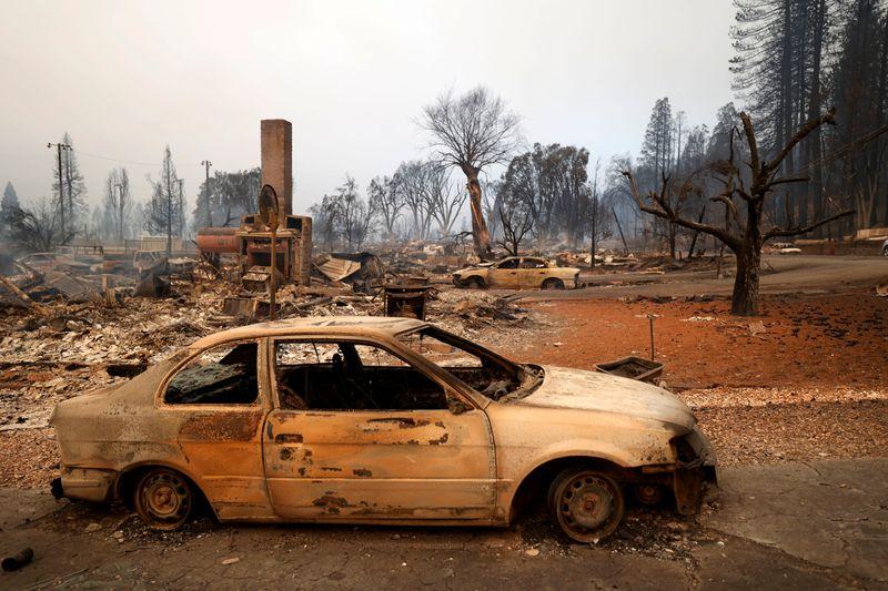 Maior incêndio florestal da Califórnia deixa cidade histórica em cinzas