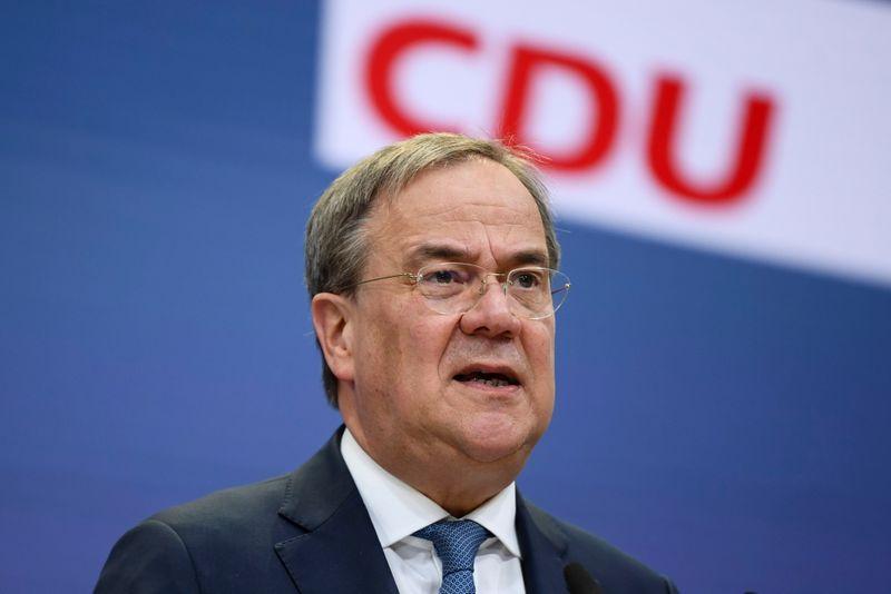 Candidato conservador ataca rival sobre economia em disputa eleitoral na Alemanha