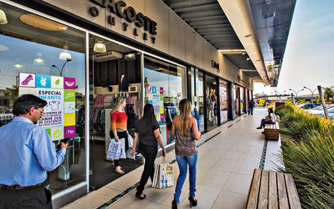 1de863ce6 Outlet Premium, inaugurado em 2009 em Itupeva (SP): fila para abertura de  novas lojas